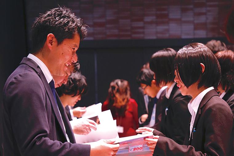 東京の大手スタジオや地元福岡の優良企業などの説明会を学校で開催